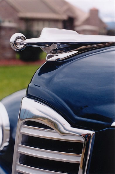 Imposing Super Clipper hood ornament. This car cost $2,772 new in 1947.